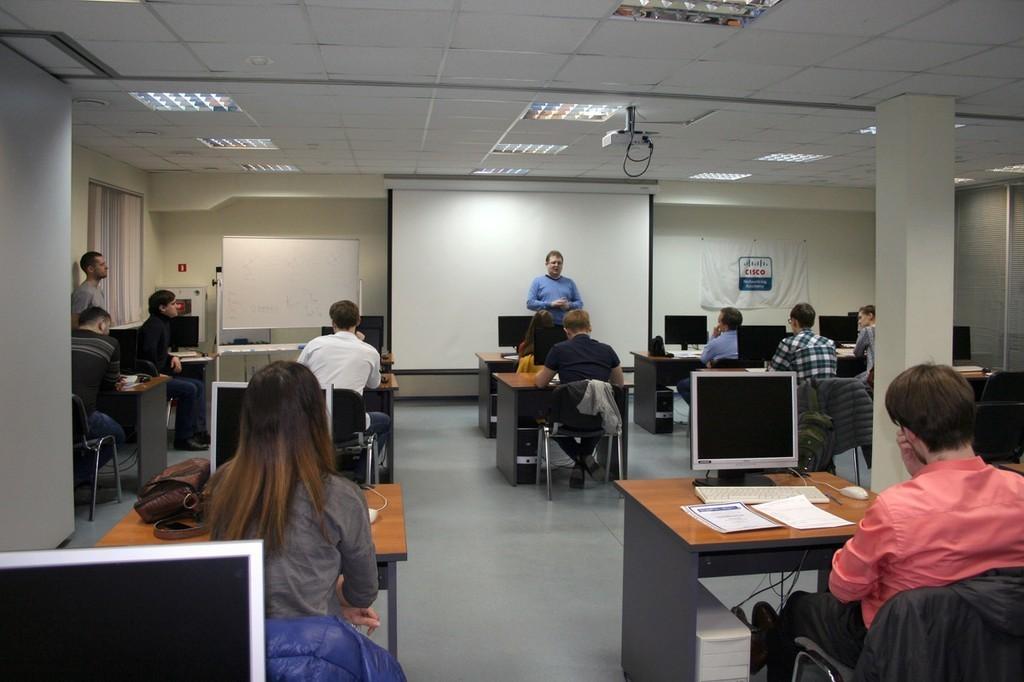 ВЦентре международной IT-подготовки прошло вручение документов выпускникам курсов повышения квалификации.