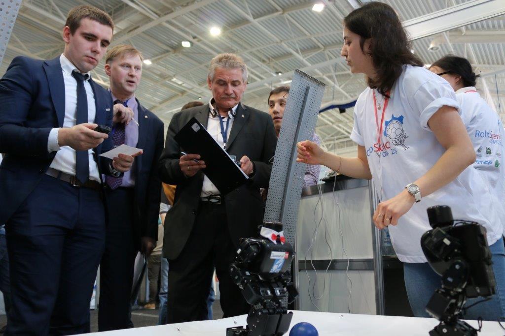 Трипроекта ТУСУРа вошли вчисло победителей конкурса инновационных разработок молодых учёных вобласти робототехники