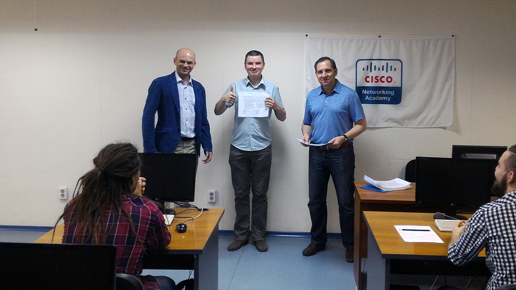 ВСетевой академии Cisco ТУСУР состоялось торжественное вручение международных сертификатов Cisco студентам группы 432кафедры АСУ