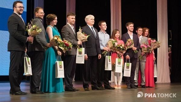 Выпускников-отличников ТУСУРа наградили нагубернаторском приёме