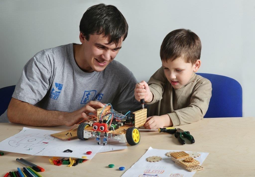 Студенты ишкольники создадут роботов изтусуровского конструктора