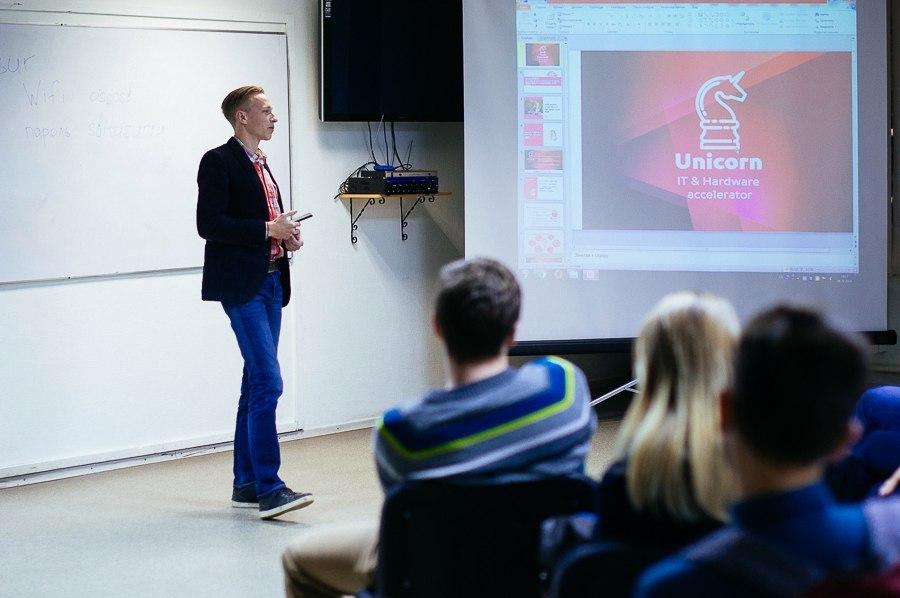 Встуденческом бизнес-инкубаторе ТУСУРа состоялась встреча руководителей томских IT-компаний состудентами вузов