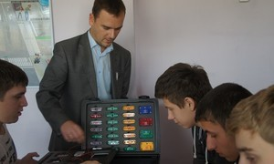 Представители ТУСУРа провели уроки профориентации длятомских школьников
