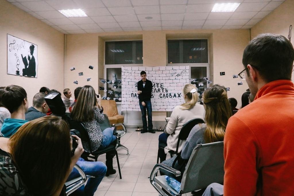 ВТУСУРе состоялся литературный вечер «Давайте делать паузы всловах»