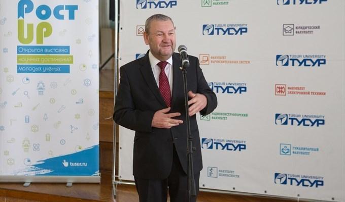 Ректор ТУСУРа Александр Шелупанов на открытии выставки научных достижений молодых учёных