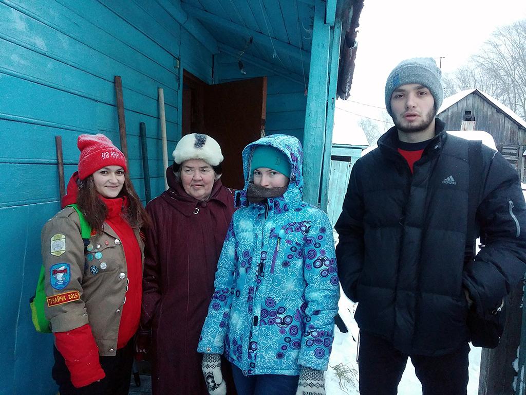 Волонтёры ТУСУРа помогают городу вочистке дворов отснега