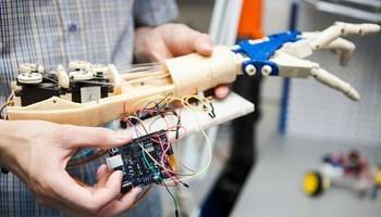 Воспитанники STEM-центра ТУСУРа представляют свой проект наБалтийском научно-инженерном конкурсе вСанкт-Петербурге