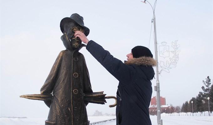 Ромен Вессье у памятника Чехову