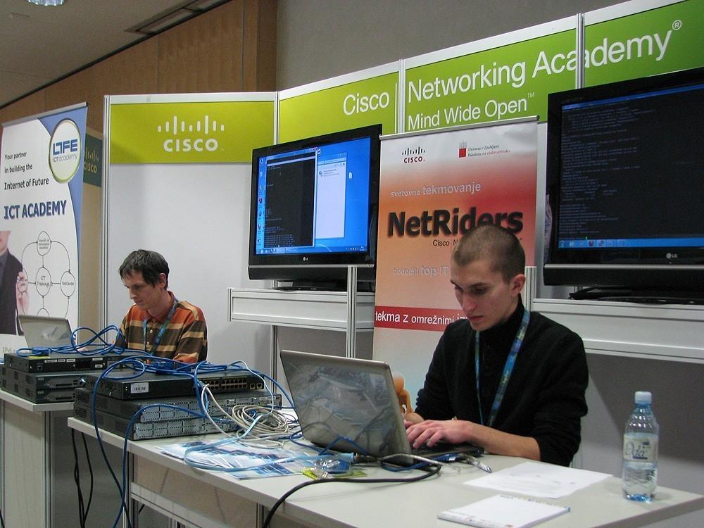 Сетевая академия Cisco ТУСУРа объявляет орегистрации участников наежегодную сетевую олимпиаду Cisco NetRiders