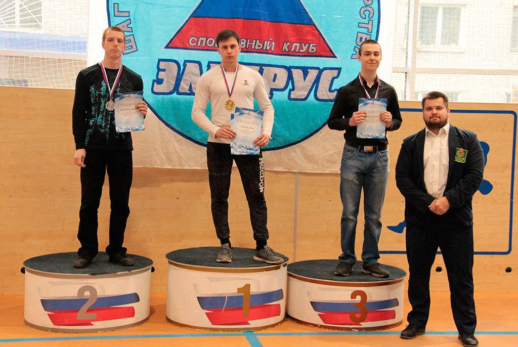 Владимир Морозов (первый слева) Фото: vk.com/fpto12