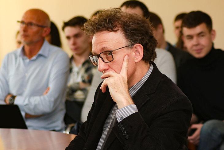 Секцию посетил директор Инженерной школы при Национальной консерватории искусств и ремёсел Мишель Терре