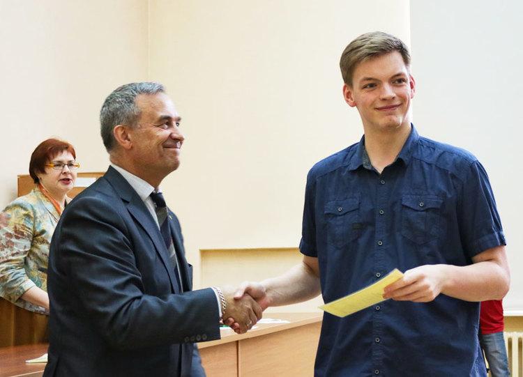 Вручение сертификатов ученикам специализированных классов ТУСУРа