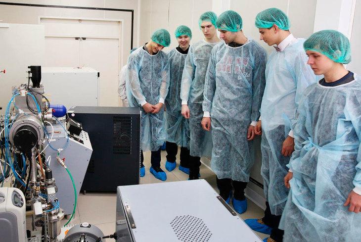 Экскурсии школьников в НОЦ «Нанотехнологии» ТУСУРа проводятся ежегодно