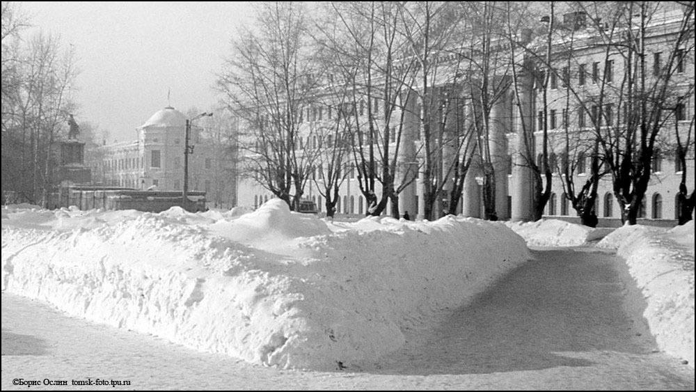Источник: http://tomsk-foto.tpu.ru/08-NS-NovoSob/NS-par.htm