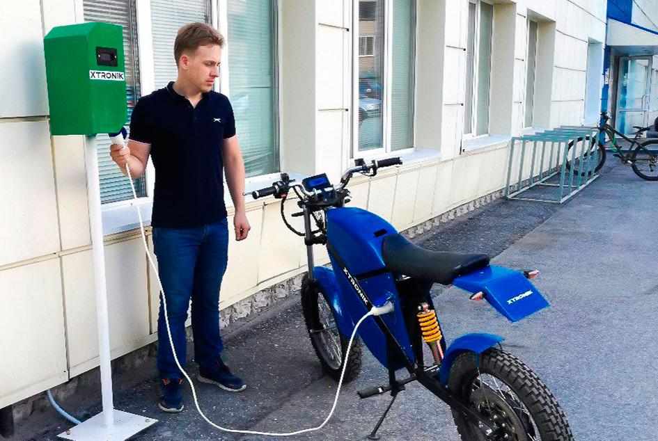 ТУСУР установил первую вТомске зарядную станцию дляэлектротранспорта, созданную ввузе