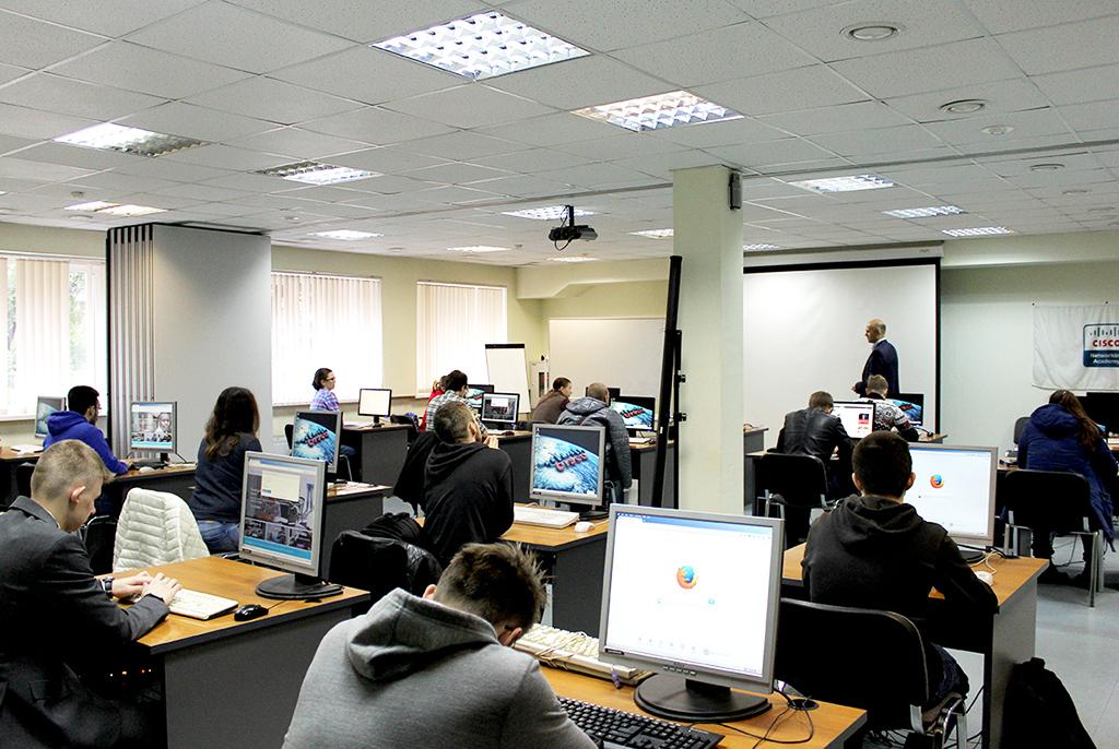 Курс Сетевой академии Cisco ТУСУРа интегрирован восновную образовательную программу высшего образования накафедре АСУ