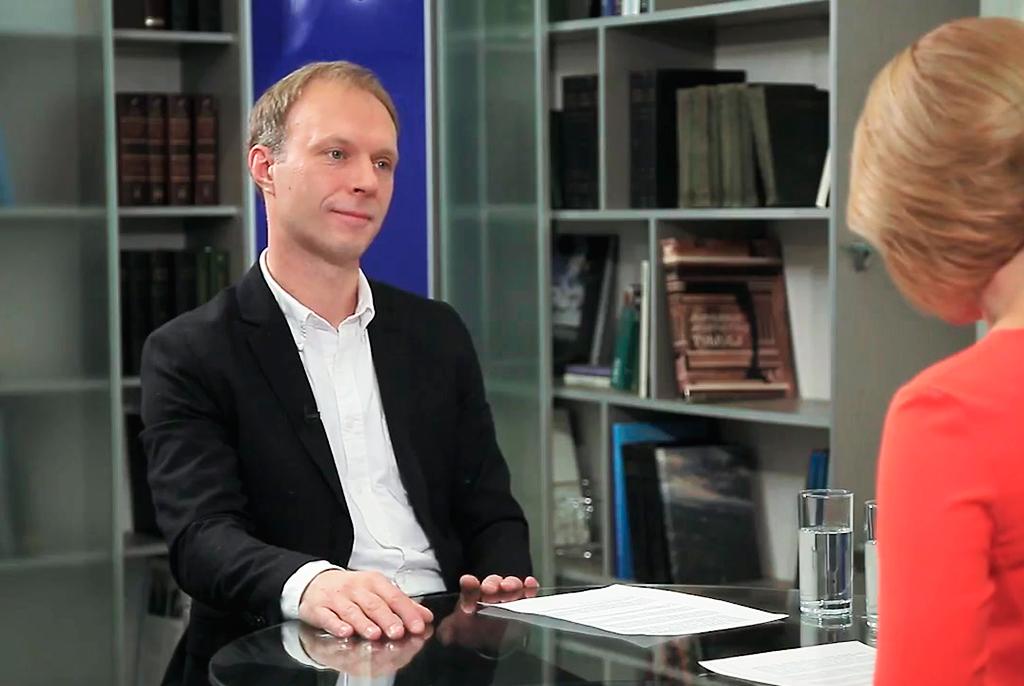 «ТУСУР – нашаг впереди всоциальной робототехнике»: интервью Евгения Шандарова наканале «Россия»