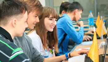 Праздник спользой: вТУСУРе школьники познакомились ссовременными технологиями иотпраздновали юбилей вуза