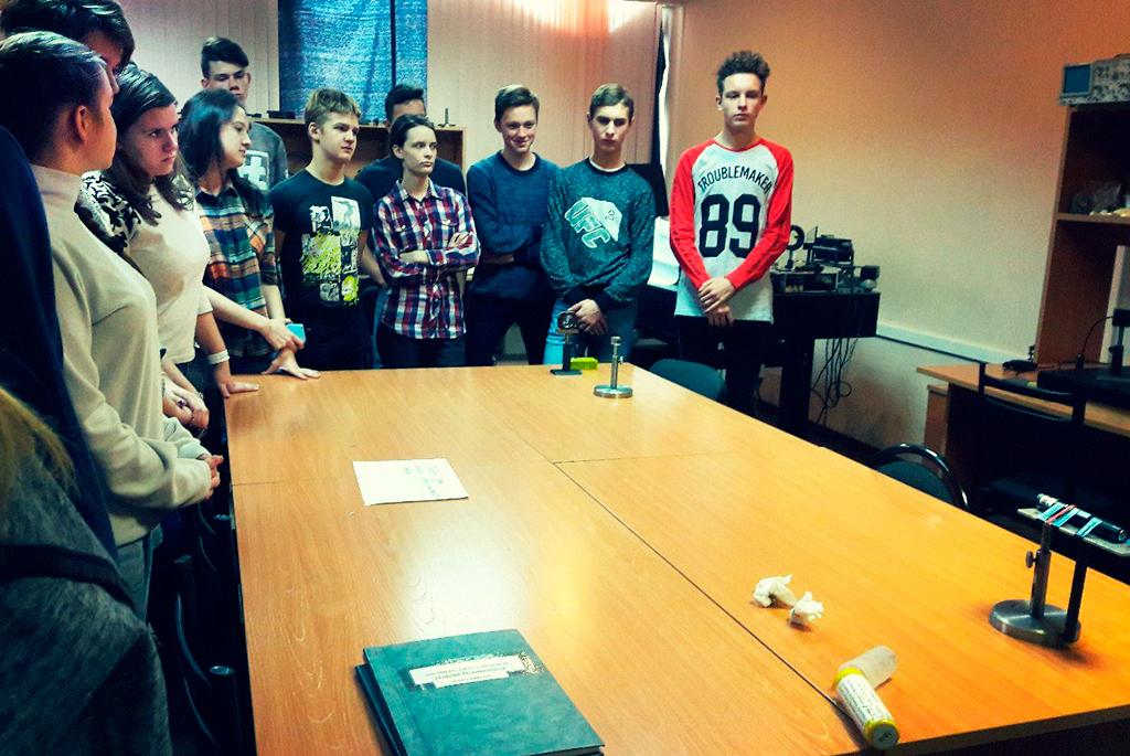 Радиотехнический факультет ТУСУРа посетили школьники изЖелезногорска Красноярского края