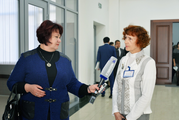 Валентина Ивановна даёт интервью корреспонденту