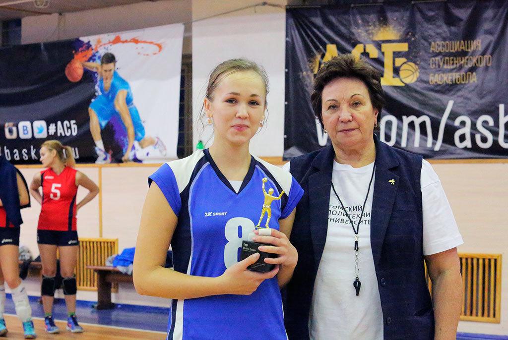 Капитан женской сборной ТУСУРа поволейболу стала лучшим игроком Кубка Сибири