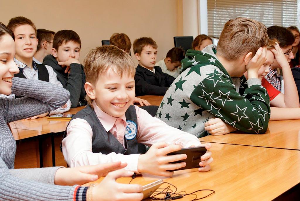 Мотивация дляшкольников вТУСУРе: популярные лекции, экскурсии ивстречи смолодыми разработчиками