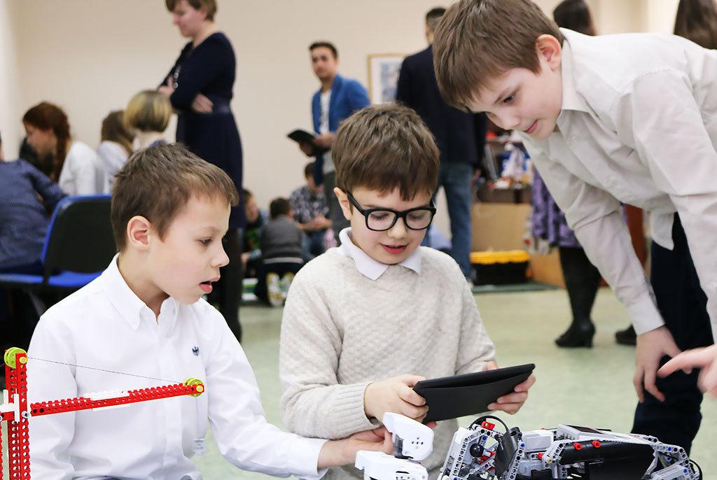 Робототехнику вроссийских школах будут изучать поразработанным вТУСУРе материалам
