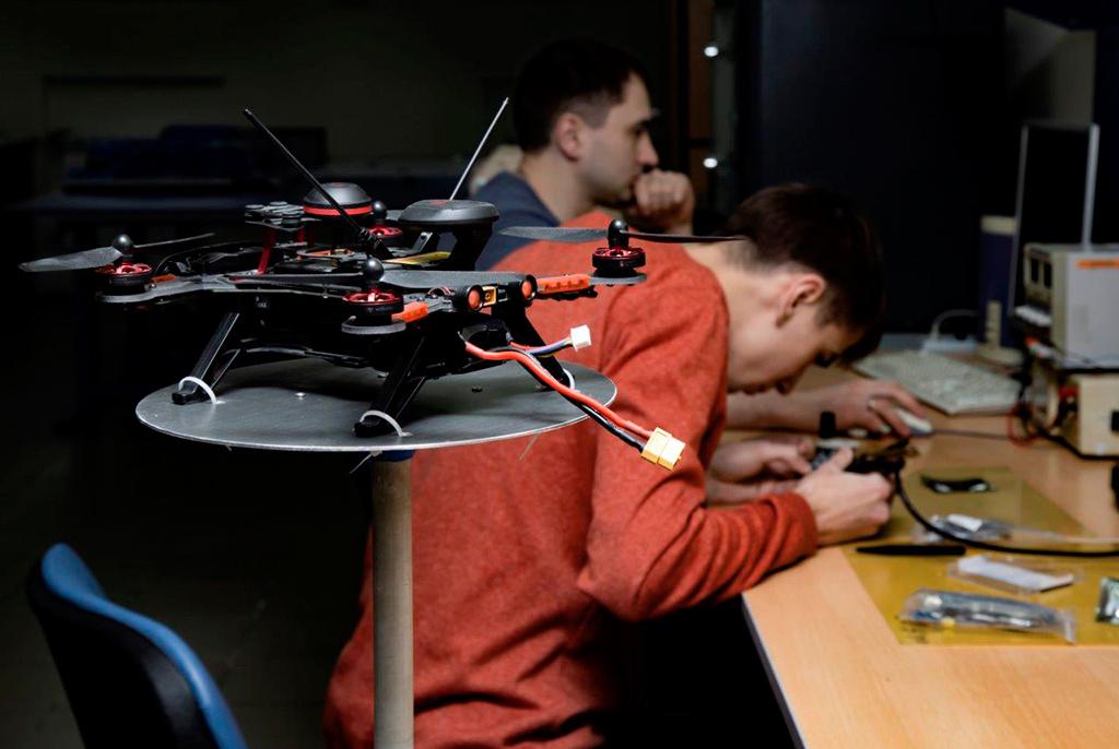 Учёные ТУСУРа предложили новый способ обнаружения дронов-шпионов