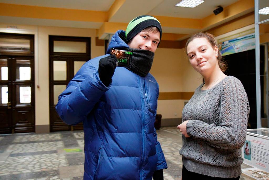 Сладкая акция: вТатьянин день вТУСУРе студенты получили шоколад иконфеты