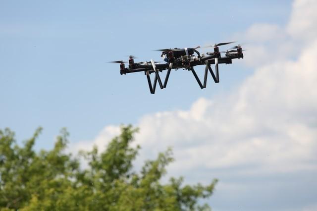 Разработка ТУСУРа позволит использовать ЛЭПдля автономной подзарядки беспилотников «в пути»
